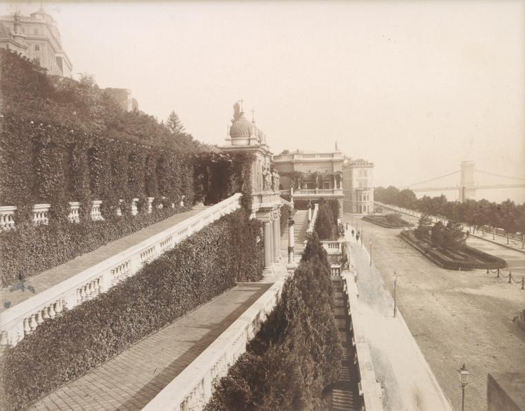 A Várbazár rámpaműve 1900 körül