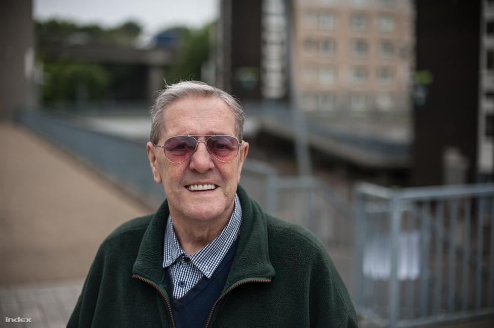 """Glasgow-ban beszélünk az utca embereivel. Charles Collins, nyugdíjas egykori buszsofőr, világéletében Glasgow-ban élt. Fiatalkora óta elszakadáspárti.                         """"Az angolok majd gondoskodnak magukról, mi meg jól elleszünk nélkülük."""""""