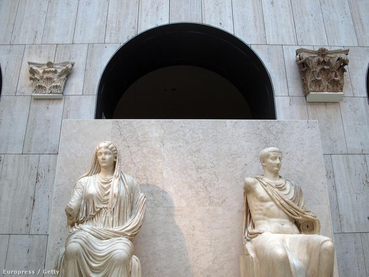 császári orgia leszbiam spriccel