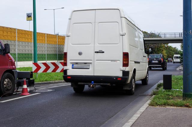 A fehér furgonok kifejezés Magyarországon komplett jelenségcsoportot takar. Azt jelenti: céges autó, sok kilométerrel, nem ritkán elhasznált állapotban, napi szinten keményen hajtva