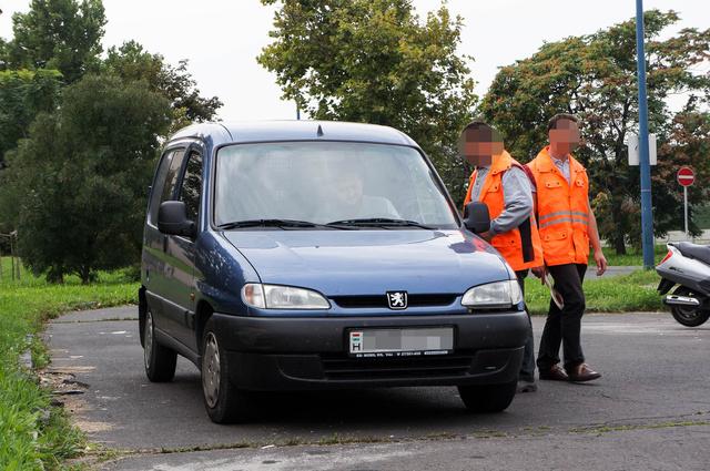 A Közlekedési Hatóság emberei szűkített műszaki vizsgát végeztek. A fékek és a futómű vizsgálatához nem volt eszköz, de a lámpák működését ellenőrizték, és pontosan és emissziómérést is végeztek