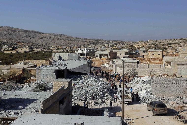 Bombázás után maradt romok a szíriai Idlib tartományban