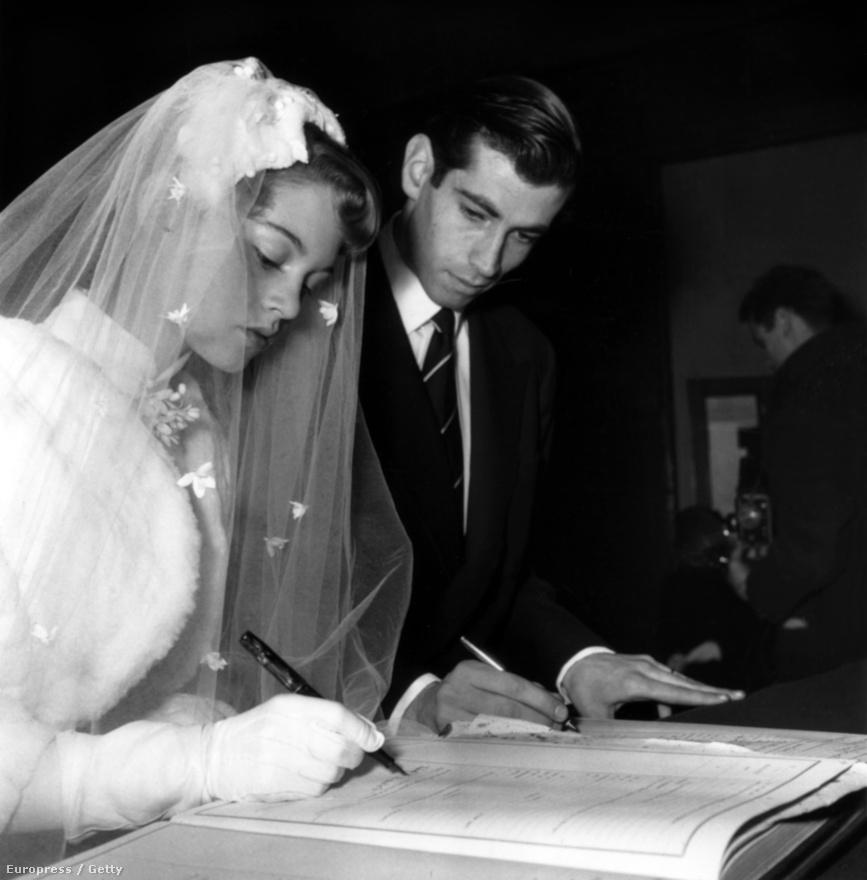 """A 2011-ben, 78 évesen öngyilkos lett Günter Sachs milliárdos volt a következő nagy szerelem, Charrier-től 1962-ben vált el. Sachs nem mindennapi módon udvarolt: helikopterrel szórt rózsákat Bardot birtokára. """"Amikor szeretek, teljesen átadom magamat, minden szerelem az életem nagy szerelme"""" – mondta egyszer Bardot a világsajtót bejáró liezonjaira utalva."""