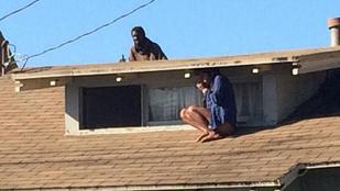 A tetőn rejtőzött el a nő a betörő elől