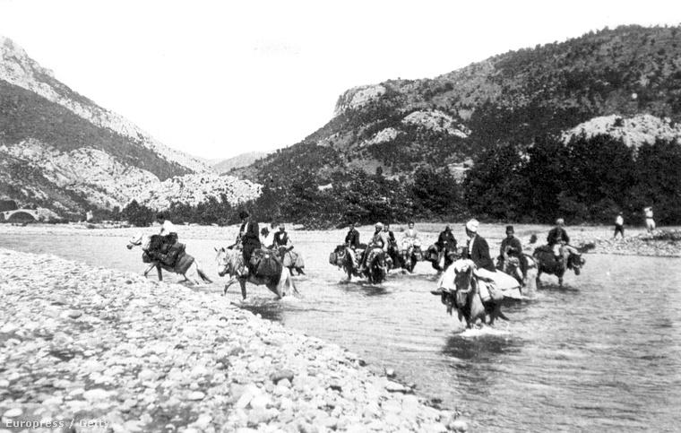 Átkelés Tirana és Koritza közt, 1920-as évek