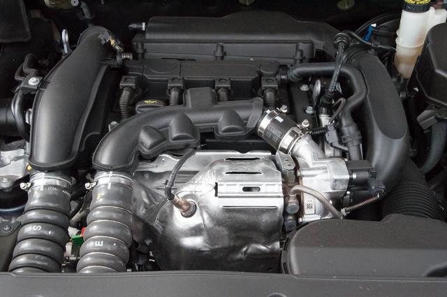 Ez a picike motor 165 ló. Igaz, kell hozzá a duplamegfúvású feltöltő is
