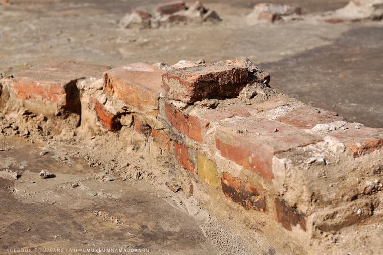 gas-chamber-bricks