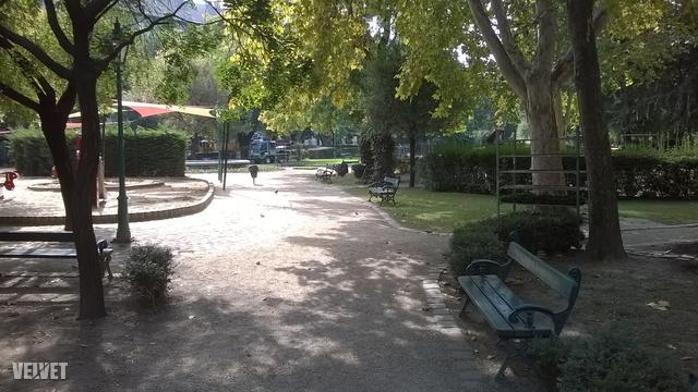 A Károlyi-kert is szinte tökéletes, most egy pár napig pont zárva van virágültetés miatt