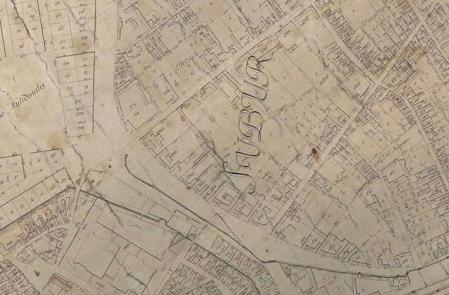 Az 1785-ös térképen a mai Károly Körút íve látszik a Király és Dob utcával.