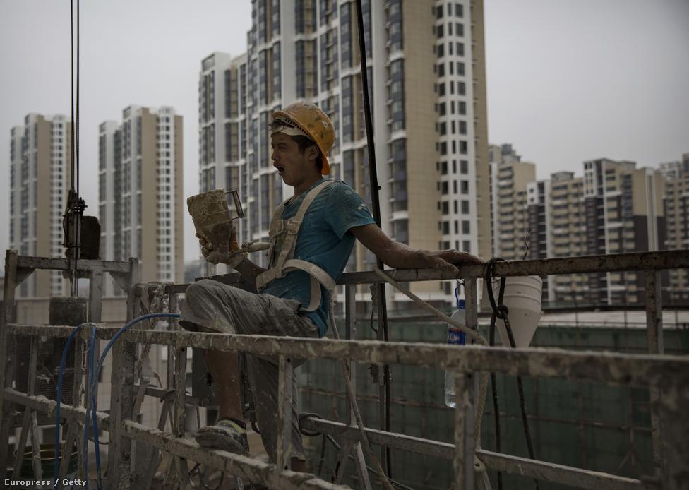 Ugyanakkor az egyik városban utcára vonuló tüntetők céljai nem kapcsolódtak egy másik városban tiltakozók célkitűzéseihez, hanem helyi szinten maradtak meg. A demonstrációk többsége hamar véget is ért, csak néhány napig tartott. Ugyanakkor a Business Week szerint 2000-től 2013-ig legalább tíz olyan tüntetés volt Kínában, amin több mint 10 ezer ember vett részt.