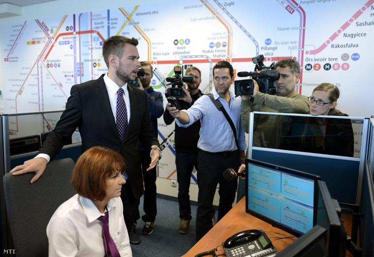 Vitézy Dávid a Futár rendszer kiépítésének befejezése alkalmából tartott bejáráson a BKK diszpécserközpontjában 2014. október 1-jén.