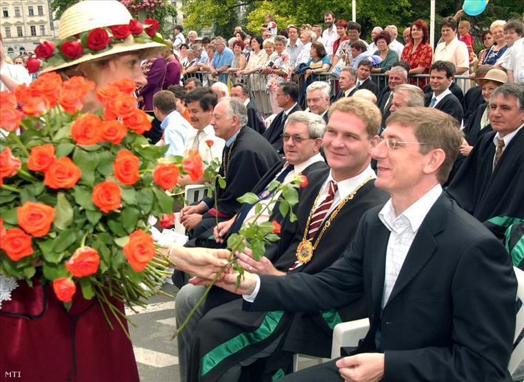 Botka László polgármester és Gyurcsány Ferenc gyermek-, ifjúsági és sportminiszter az Úton Európába című felvonuláson Szegeden, 2003. június 15-én.