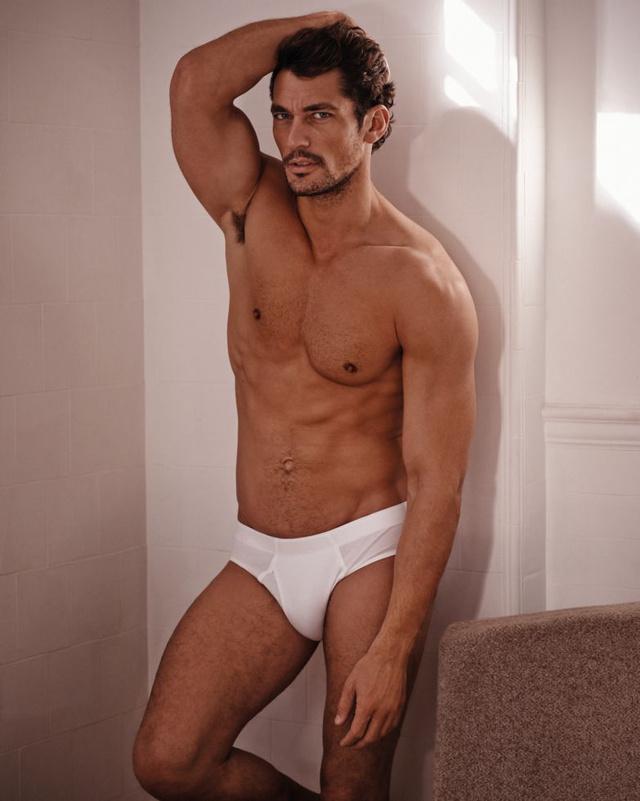 Az első számú brit férfimodell a saját neve alatt kiadott alsónadrág-kollekciót mutatja be