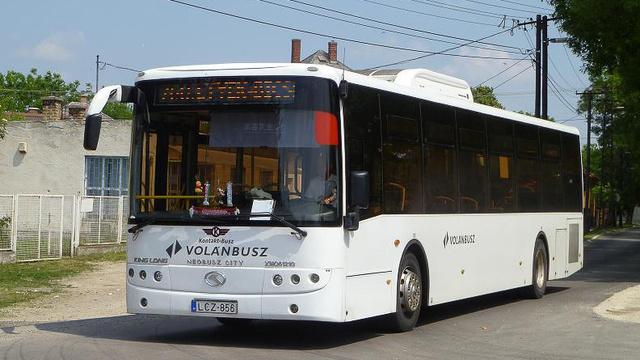 """Egy """"KisKinga"""" azaz XMQ 6121G Bicskén még új korában (fotó: Kárpátbusz)"""