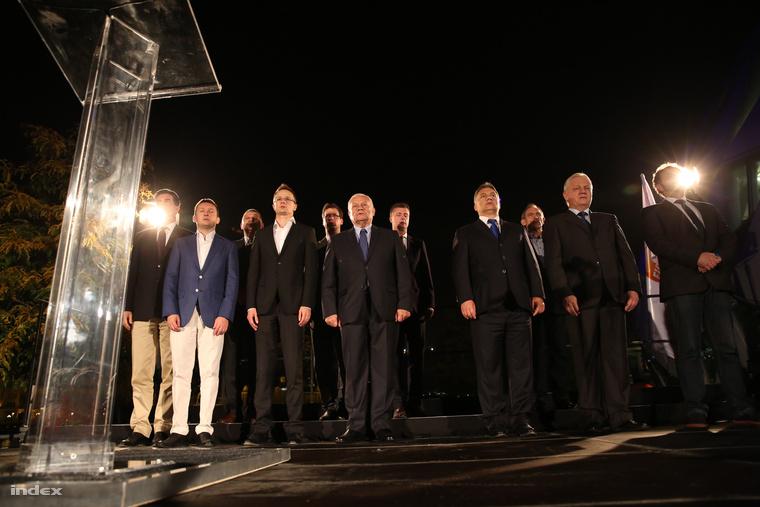 Sorfal a Fidesz eredményváró rendezvényén, az önkormányzati választás éjszakáján