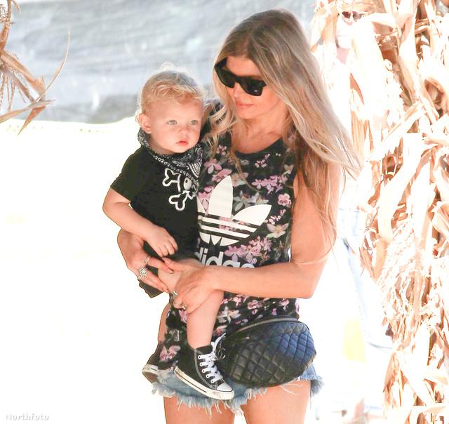 Fergie elég dögös anyuka.