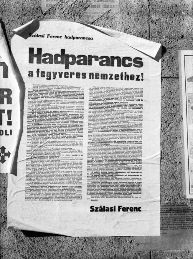 1944. október 15-én a rádió előtt ülők délben még Horthy fegyverszüneti bejelentéséről értesülhettek, sötétedéskor viszont már Szálasi Ferenc hatalomátvételéről szóltak a hírek. A néhány óra alatt meghiúsult kiugrási kísérlet után ekkorra már a nyilasoké volt a Rádió épülete, Budapest stratégiailag fontos pontjait szintén a a németek által felfegyverzett hungarista pártszolgálatosok vették ellenőrzésük alá. Szálasi az SS főhadiszállásán napokkal korábban megírt beszédében bejelentette a hatalomátvételt és hadparancsában garantálta, hogy Magyarország minden erejével kitart a tengelyhatalmak mellett. A nyilas puccsal másnap kezdetét vette a XX. századi magyar történelem talán legsötétebb néhány hónapja, a nyilaskeresztes rémuralom.