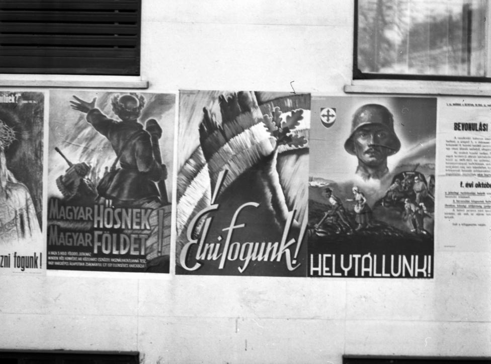 A nyilasok által elképzelt alternatív valóságban Magyarország a Harmadik Birodalom egyenrangú szövetségeseként minden nappal közelebb került a hőn áhított végső diadalhoz. Szálasi végig hitt a győzelemben. Nem kételkedett Hitler ígéreteiben, hogy majd egy nagy tavaszi ellentámadással visszafoglalják egész Magyarországot, '45 karácsonyára pedig az addig elkészülő csodafegyver segítségével vége is lesz a háborúnak. Ahogy arról sem vett tudomást, hogy csak egy megszállt ország helytartója, a front közeledését sem fogadta el: bár az Alföld nagy részén már a Vörös Hadsereg volt az úr, a nyilasok az elveszített megyékre is részletes rendelkezéseket adtak ki.