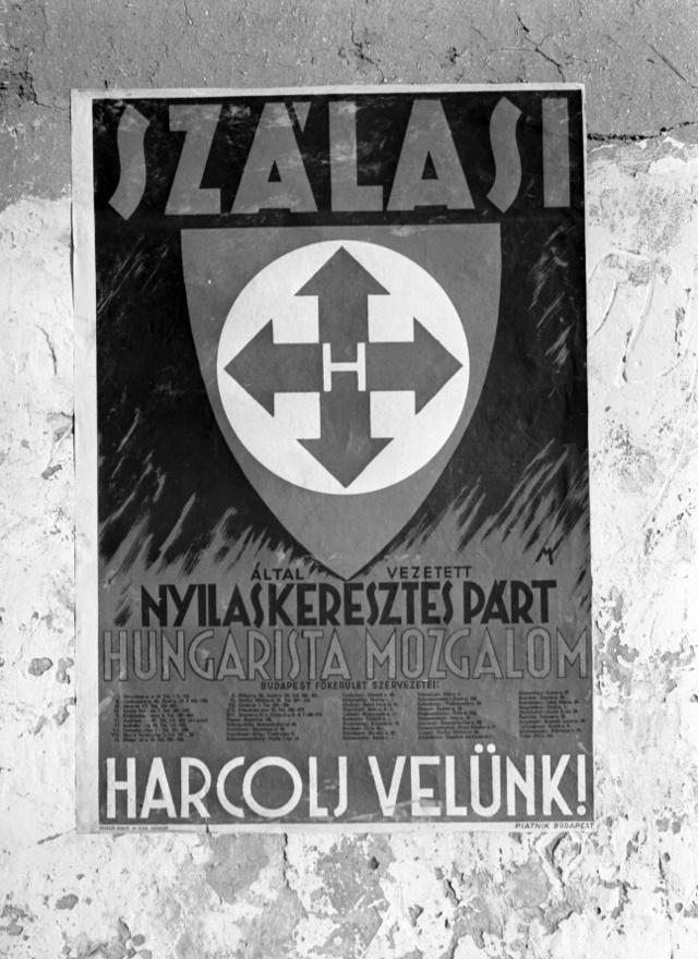 Az addig országosan ismeretlen, Horthy által lenézett Szálasit 1937-ben három évre ítélték, ez a per tette hívei körében mártírrá és egyre többen beszéltek róla jövendő vezérként. '39-ben pártja már a szavazatok harmadát kapta, a korábban parvenünek számító nyilasokra ekkor már sok középosztályi szavazat is érkezett. A szociális ígéreteken kívül küldetéstudatos antiszemitizmusuk, harcos antikapitalizmusuk, parlamentarizmus-elleneségük is egyre többekre hathatott a háborús években, de hatalomra jutásukat mégsem maguknak, hanem a németeknek köszönhették.
