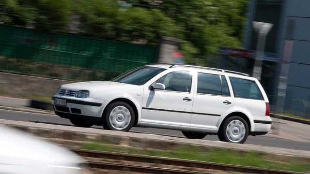 Akár 1 millió kilométert is kibír a Volkswagen Golf IV generációja, ha nagyon odafigyelnek a karbantartásra. A magyar vásárlónak sajnos nem ilyen csodákra, inkább elhasznált utastérre, visszatekert kilométerszámlálóra kell számítaniuk