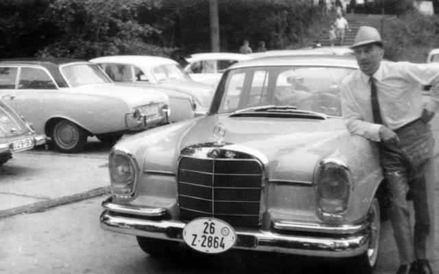 Német vámrendszámmal a 220-as Mercedes