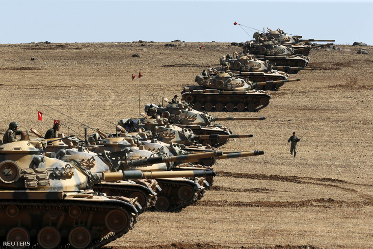 Török tankok a szíriai határ mentén