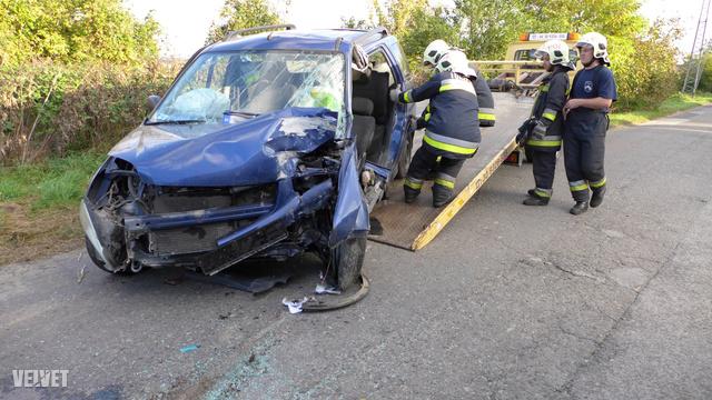 Képeink a szombati, pomázi balesetről