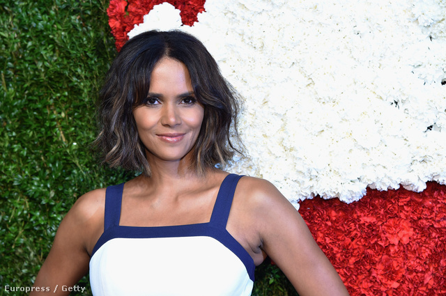 Halle Berry csütörtökön a God's Love We Deliver Golden Heart Awars nevű díjkiosztón, New Yorkban