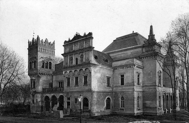 A kereskedelem-, pénz- és hitelügy pavilonja a Millenniumi Kiállításon a Városligetben, 1900-ban.