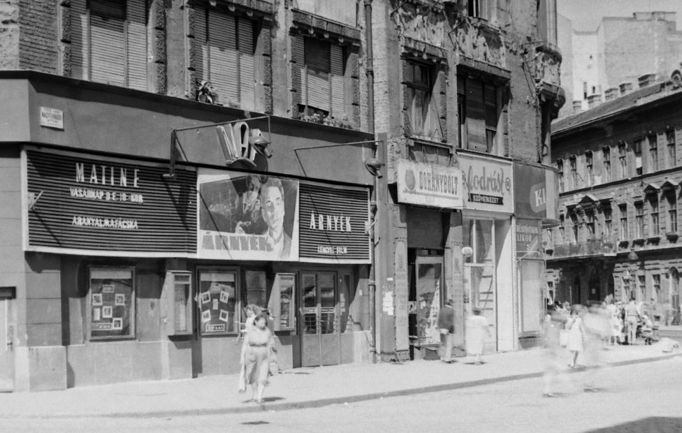 A Nap Mozi Budapesten a Nagyfuvaros utcában, 1956. A 10-es évek elejétől működött itt mozi Eldorádó Mozgó, Tisza, Eldorádó, majd 1951-től Nap néven. 1986. július 2-án a Fehér törzsfőnök című alkotással zárt be végleg. Most a Napház cigány kulturális központ működik itt.