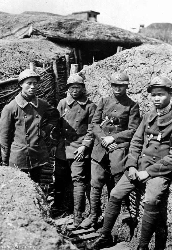 Vietnami katonák a franciaországi Marne folyónál, 1918-ban. Nagyjából 100 ezer vietnami sorkatona szolgált az európai hadszíntéren, az akkor francia fennhatóság alá tartozó indokínai térségből még a közel-keleti frontra is elkerültek pár ezren. Érdekesség, hogy az Európában tapasztalatot szerző katonák nagy része saját hazájába visszatérve megalakította azoknak a hazafias mozgalmaknak a magjait, amik végül, évtizedekkel később megdöntötték a franciák uralmát a térségben.