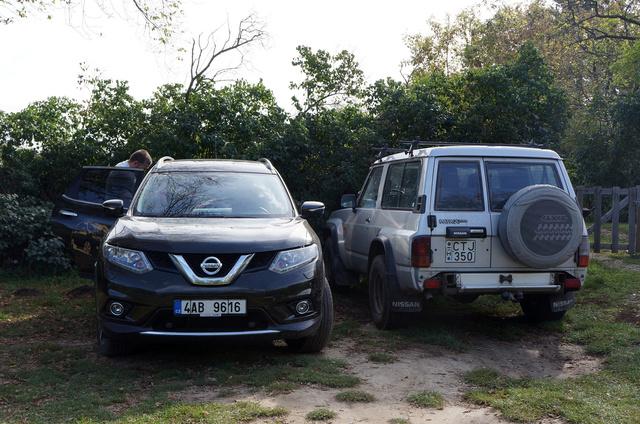 Éppen leértünk valamelyik faluszélre a sok közül, ahol belefutottunk abba a Nissanba, amelyikat már sajnos idehaza nem kapni.