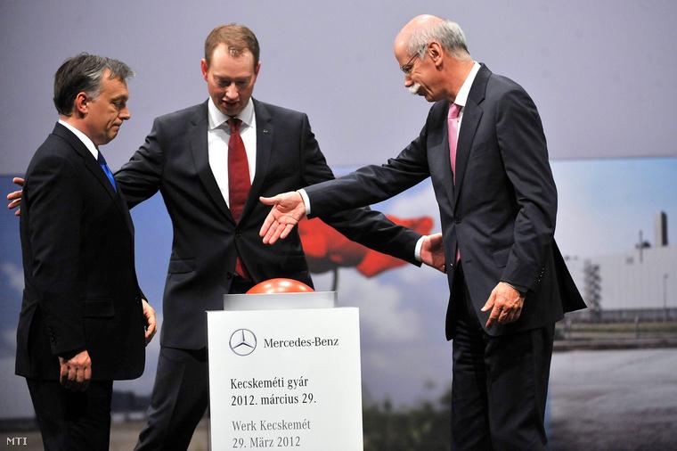 Orbán Viktor a kecskeméti Mercedes-gyár megnyitóján a cég német igazgatóival