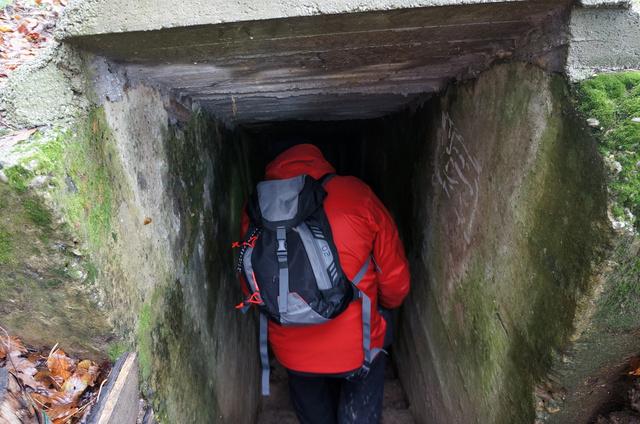 A pákai bunkerrendszer mai vonzerejét az is adja, hogy sem elkerítve nincs, sem nem veszélyes, hiszen közvetlen fegyveres konfliktusban gondolkodtak a tervezők, így nincsenek túl nagy mélységek