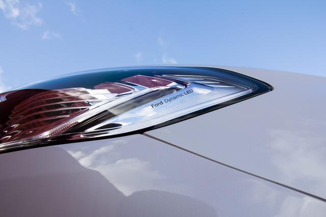 Az új, ledes fényszóró már inteligensen világít, a forgalmi helyzetnek megfelelően állítja a fénycsóva széleségét és erejét
