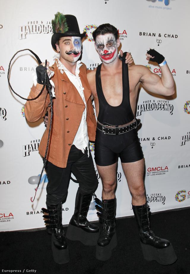 1. Cirkuszi artisták – a bal oldalon Lance Bass van az N'SYNC-ből, mellette Michael Turchin