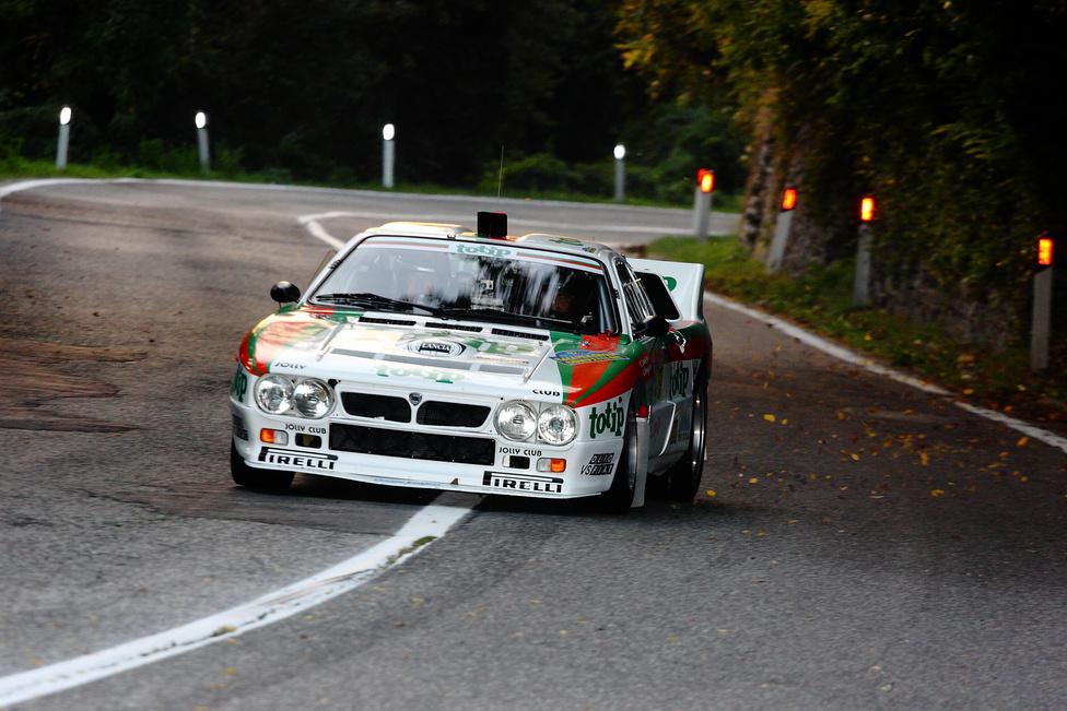 Lancia 037-ből sosem elég. San Marinoban ezekből a csodákból sem volt hiány. Talán ez a gyári Totip-dizájn az egyik legszebb ruhája az olasz versenyautónak