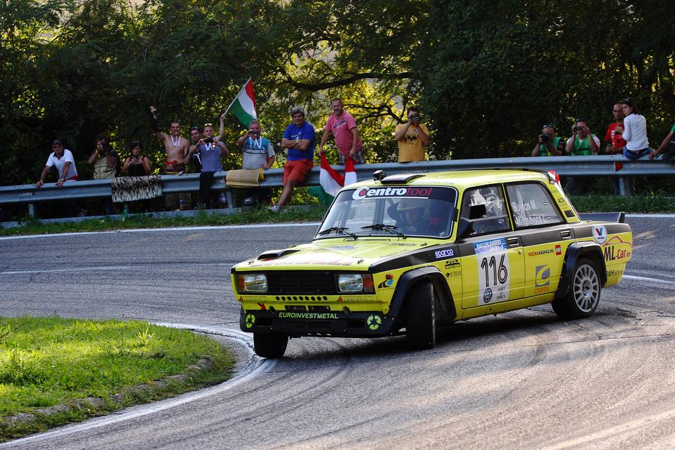 Bujdos Miklósék egy bérelt VFTS-sel vágtak neki első Rally Legendjüknek, ahol rengeteg magyar szurkoló várta őket - és a többi magyar indulót - a pályák szélén