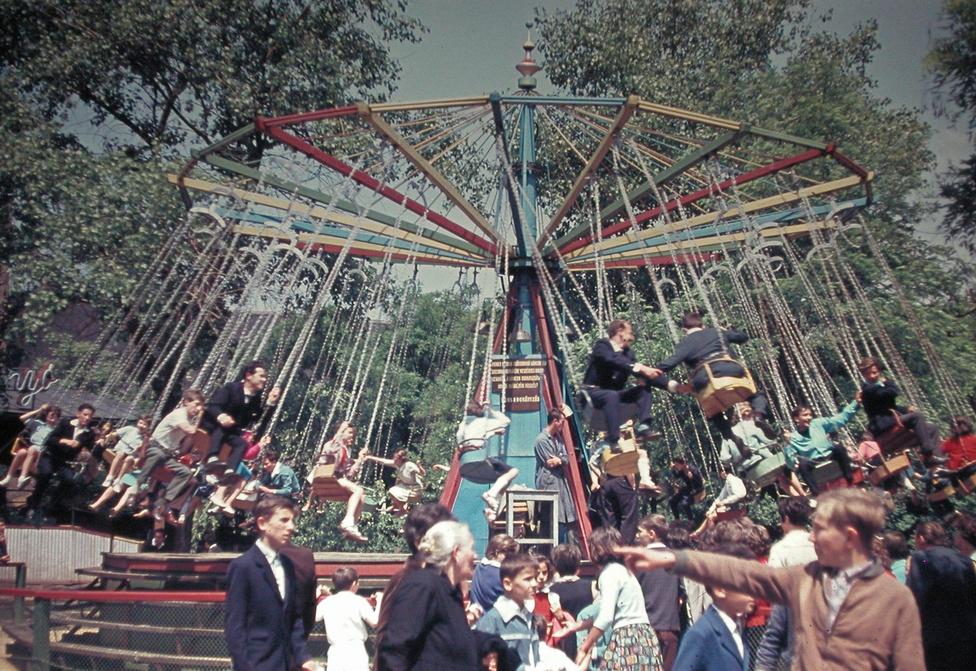 A hatvanas években már automata játékok voltak is a Vidámparkban. '65-ben lett gokart, öt évvel később külföldi játékok is; a gyerekek között legnépszerűbbek a Játékház elektronikus játékai voltak. Komolyabb fejlesztések viszont nem lettek, így a park kínálata lassan elmaradt az igényektől. A Szovjetunióból hozott óriáskerék szállítás közben Záhonynál megsérült, ettől talán függetlenül 1962-ben ketten sérültek meg, amikor eltört a kerék tengelye és a megrémült utasok leugráltak a magasból.