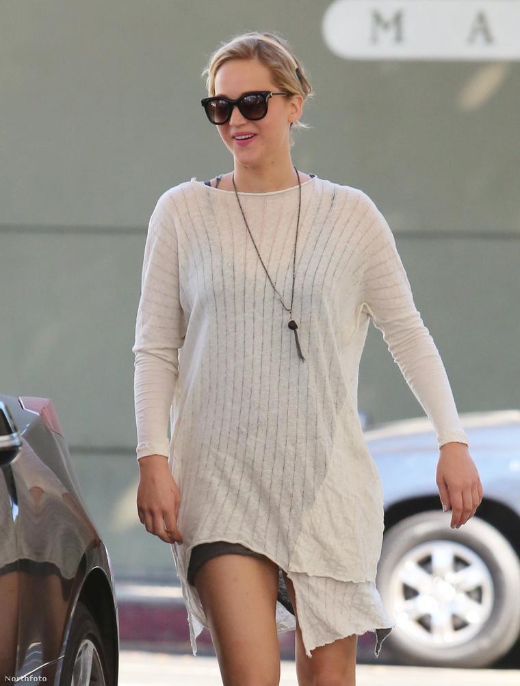 Jennifer Lawrence egyébként most ilyen nagyon boldog