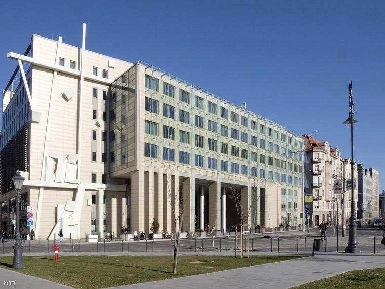 A Corvinus Egyetem egyik épülete Budapesten