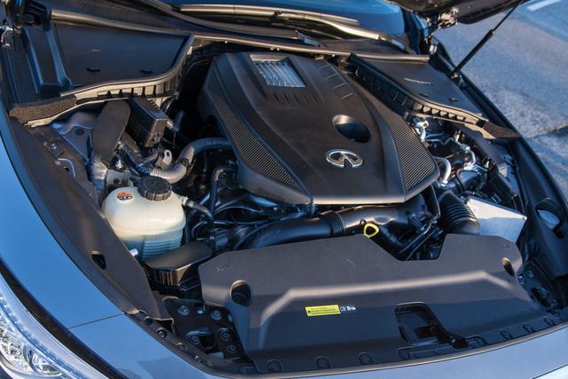 A motor ereje szenzációs, a hangja nem annyira. 2,1 liter, benzin, turbó, Mercedes
