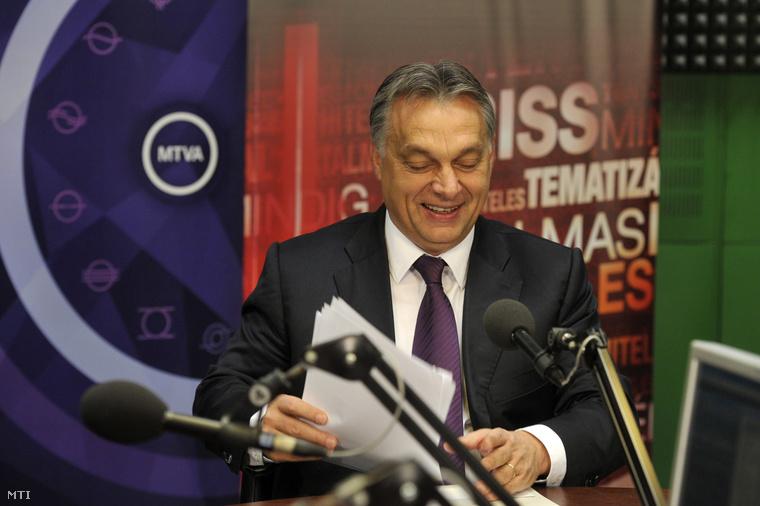 Orbán Viktor miniszterelnök interjút ad a Kossuth rádió 180 perc című műsorában a Magyar Rádió stúdiójában 2014. október 31-én.