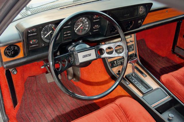 Korabeli Fiat-stílus szerinti műszerfal