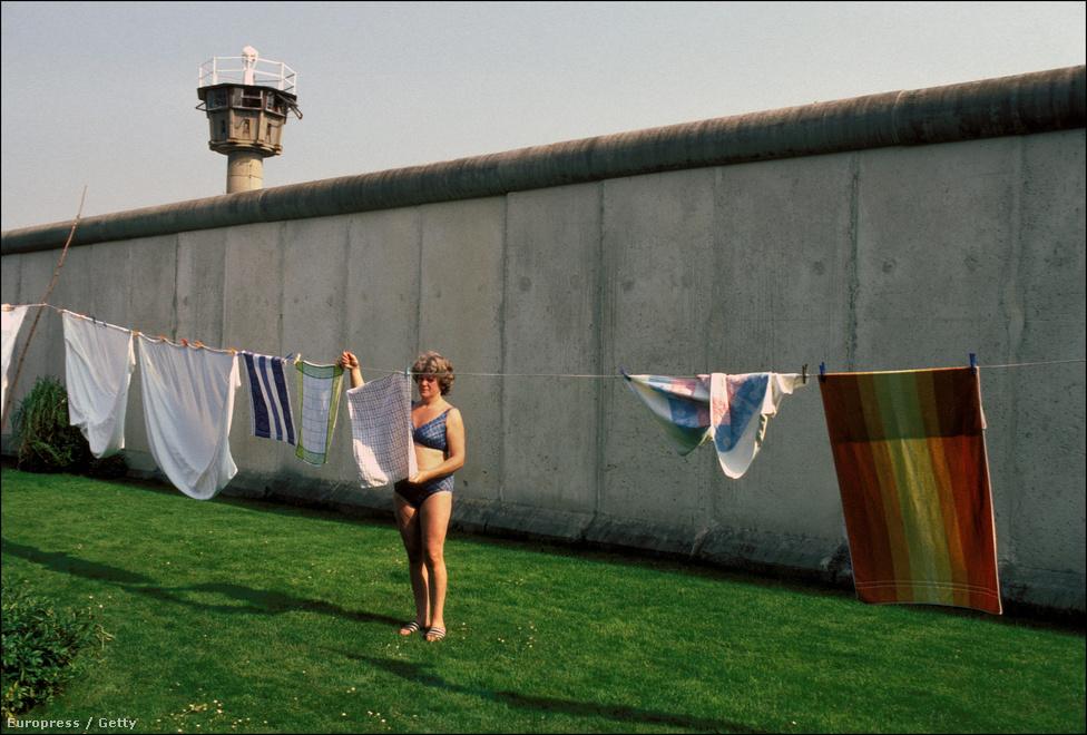 1989 nyarára már a nagyobb keletnémet városokban egyre nőtt az elégedetlenség, visszafordíthatatlan folyamatok indultak be, amik ősszel a fal lebontásához vezettek.