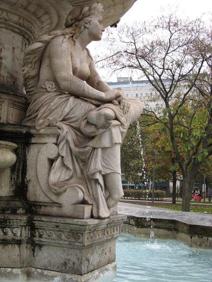 Letörték az Erzsébet téri Danubius-kút Száva-szobrának lábfejét