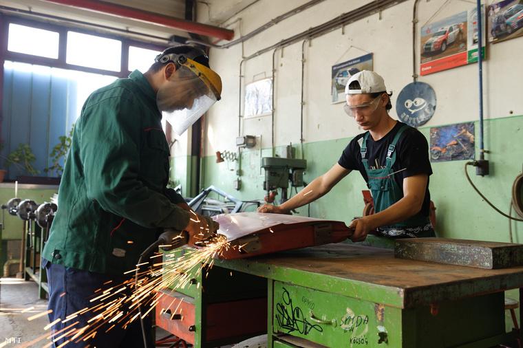 Karosszérialakatos-képzés Salgótarjánban