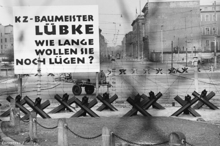 A berlini fal a Potsdamer Platz közelében, 1965-ben.
