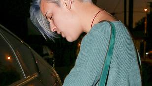 Tallulah Willis még mindig fura kék hajjal