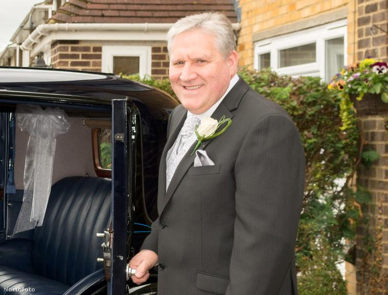 A menyasszony édesapja, John Butcher, aki meglepetéssel készült a lagzira
